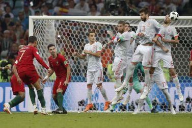 كريستيانو رونالدو يقهر أسبانيا بثلاثية